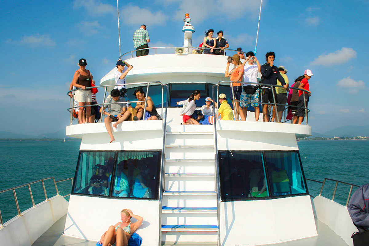 Phi Phi islands tour by big boat